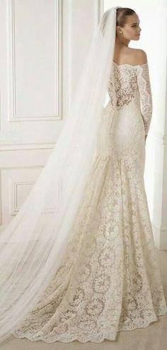 acb060a4b Colección de Vestidos de Novia Pronovias La famosa firma de moda de bodas  Pronovias ha lanzado su colección 2015 y no podíamos estar más emocionadas.  Año