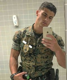 Hot guys pictures every day! Only the most attractive men, cute boys and fit jocks. You're all invited for some much needed daily male eye-candy. Hot Army Men, Sexy Military Men, Military Soldier, Soldier 76, Female Soldier, Army Guys, Soldier Helmet, Greek Soldier, Future Soldier