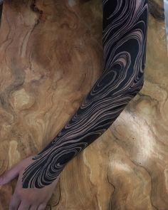 body art tattoos men blackwork This tattoo - Bild Tattoos, Body Art Tattoos, Tribal Tattoos, Cool Tattoos, Geometric Tattoos, Cool Sleeve Tattoos, Blackout Tattoo, Future Tattoos, Tattoos For Guys