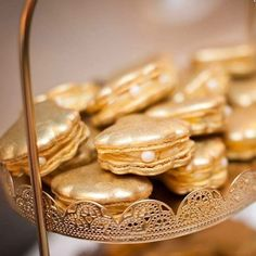 Feeling the Monday blues like me. This certainly makes me smile. Our Gold dust Clamshell Macarons ™ for French Macaroon Recipes, French Macaroons, Macarons, French Sweets, Macaron Filling, Gold Dessert, Beauty And Beast Wedding, Gold Cupcakes, Food Photography Styling