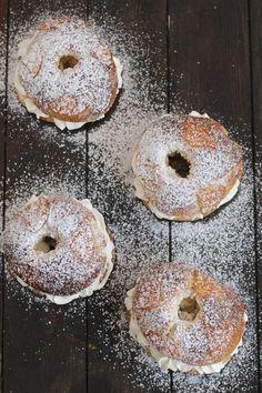 Hoy traemos para ti la mejor receta de Roscón de Reyes ... esponjosa. aromática e irresistiblemente deliciosa. No puedes perdértela!