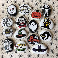 Halloween Rocks, Halloween Party Favors, Kid Party Favors, Halloween Crafts For Kids, Halloween Party Decor, Halloween Gifts, Scary Halloween, Halloween Cookies, Story Stones