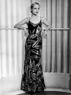 Carole Lombard/ asymmetric soft rounded geometric print- the look is very contemporary Hollywood Fashion, Vintage Hollywood, Old Hollywood Glamour, Vintage Glamour, Vintage Beauty, Classic Hollywood, Hollywood Style, Hollywood Actresses, Glamour Ladies