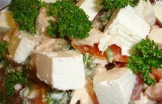 Salát s kuřecím masem a balkánským sýrem | NejRecept.cz