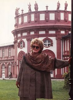 Rue McClanahan, looking good during a trip to Germany. Estate of Rue Blanche Devereaux, Rue Mcclanahan, Fact Families, Betty White, Golden Girls, Famous Women, Vintage Hollywood, Pretty People, Celebs