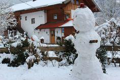 Schneemann vor dem Zuhäusl