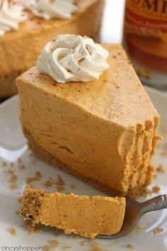 No Bake Pumpkin Cheesecake -Super easy fall and Holiday dessert. Pumpkin dessert that looks and tastes amazing!