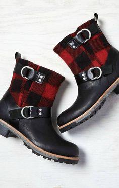 black plaid boot  CUTE!