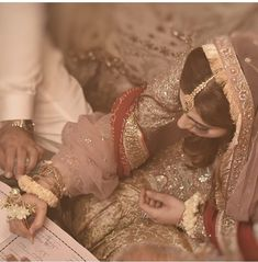 Discover recipes, home ideas, style inspiration and other ideas to try. Bridal Mehndi Dresses, Pakistani Wedding Dresses, Pakistani Bridal, Bridal Outfits, Pakistani Wedding Photography, Wedding Photography Poses, Desi Wedding, Wedding Pics, Bridal Pics
