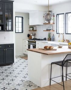 Awesome 88 Stylish Black And White Kitchen Design Ideas. More at http://88homedecor.com/2017/12/05/88-stylish-black-white-kitchen-design-ideas/