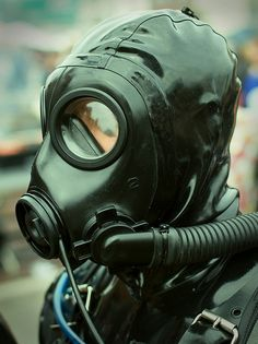 New Gas Mask by rebreatherstudent, via Flickr