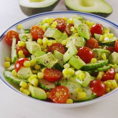 Avocado & tomato salad-Avocado & Tomatensalat Avocado & Tomato Salad – Do not confuse this with Guac – there is much more depth of taste. But you can eat it with fries. (Only knows that it tastes great if you do not have them with you. Diet Recipes, Vegetarian Recipes, Cooking Recipes, Healthy Recipes, Cooking Corn, Vegetarian Lunch, Cooking Games, Cooking Tips, Tomato Salad Recipes