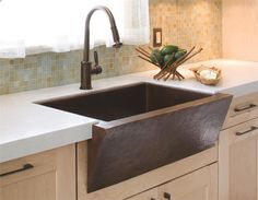 Modern Copper Farmhouse Sink With Bronze Kitchen Sink Faucets And White Countertops For Contemporary Kitchen Design : Home Design Kitchen Sink Decor, Apron Sink Kitchen, Farmhouse Sink Kitchen, Kitchen Sink Faucets, Copper Kitchen, New Kitchen, Modern Farmhouse, Cheap Kitchen, Kitchen Ideas