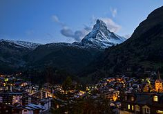 Here are things to see and do in the world-famous resort town of Zermatt Switzerland, besides the obvious skiing & snowboarding. Zermatt, Tour Eiffel, Most Romantic Places, Beautiful Places, Amazing Places, Ski Suisse, Europe In November, Location Chalet, Stations De Ski