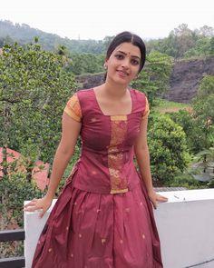 Beautiful Blonde Girl, Beautiful Girl Indian, Most Beautiful Indian Actress, Beautiful Girl Image, Beautiful Saree, Dress Indian Style, Indian Dresses, Celebrity Prom Dresses, Indian Crossdresser
