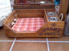 """""""cama y comedero"""" par perro pequeño o gato. tablas de palet, medidas 25x50, barniz natural. Se patinan en color a elección."""