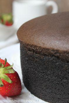 还没认识棉花蛋糕前,戚风蛋糕是我的最爱,         认识棉花蛋糕后,棉花蛋糕和戚风蛋糕一样,都是我的最爱了! Chocolate Chiffon Cake, Chocolate Sponge Cake, Chocolate Coffee, Chocolate Cakes, Bolu Cake, Cotton Cake, Cupcake Cakes, Cupcakes, Just Desserts