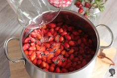 Hagebuttenmarmelade kochen You are in the right place about Condiments videos Here we offer you the Chutney, Mayonnaise, Ketchup, Olives, Salsa, Barbecue Sauce Recipes, Tomato Paste, Calories, Sweet And Salty