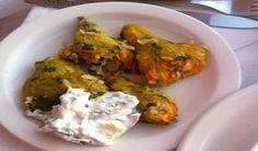ΚΟΛΟΚΥΘΟΑΝΘΟΙ ΓΕΜΙΣΤΟΙ!!!!!!. Δοκιμάστε να τους φτιάξετε είναι πολύ νόστιμο και ξεχωριστό φαγητό !!! Φούρνου ή κατσαρόλας το ίδιο πεντανόστιμοι !!! Cyprus Food, Greek Beauty, Meat, Chicken, Cubs