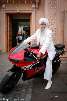 Fauja Singh The oldest Marathon runner in the world.  http://www.singhstreetstyle.com/post/49084769211/fauja-singh-the-oldest-marathon-runner-in-the http://en.wikipedia.org/wiki/Fauja_Singh - very awesome style and a lot of energy for a 102 year old