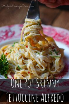 Waist - Friendly Fettuccine Alfredo! Done in under 30 minutes ! Anyone can make it! One Pot Skinny Fettuccine Alfredo Recipe. #alfredo #fettuccine #pasta #budgetsavvydiva via budgetsavvydiva.com