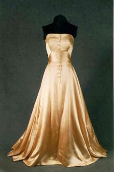 1953 strapless gown from Dior