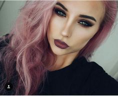 I love her hair color.