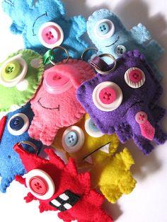 Felt monsters keychain - the eyelid! so cute