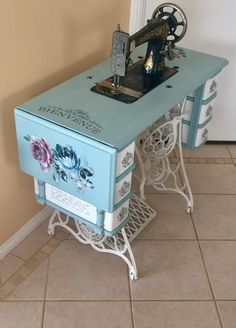 Old Sewing Machine Table, Antique Sewing Machines, Sewing Table, Repurposed Items, Repurposed Furniture, Painted Furniture, Sewing Room Decor, Sewing Rooms, Muebles Shabby Chic