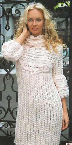 Белое платье с аранами спицами. Длинное вязаное платье с аранами