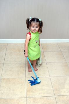 7 chores your kids should be doing... If you're not sure what chores to have your kids do, or what age to have them begin, this article will help. Taking care of a household is a family affair. Find out what chores your kids should be doing right now.