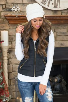 Cozy up puffer vest black clearance. Simple Fall Outfits, Winter Fashion Outfits, Fall Winter Outfits, Look Fashion, Autumn Fashion, Black Vest Outfit, Puffer Vest Outfit, Black Puffer Vest, Vest Outfits For Women