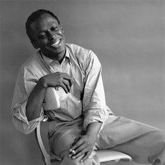 Miles Davis by Palumbo.Miles Dewey Davis III (26 Mayıs 1926 - 28 Eylül 1991), ABD'li caz trompetçisi, şef ve bestecidir.  East St. Louis'de orta halli bir ailede büyüyüp, müziğin farkına 6-7 yaşlarında varan Miles Davis babasının ona hediye ettiği trompetle müziğe ilk adımlarını attı. İlk trompet hocası Elwood Buchanan'ın ona çok emeği geçmiş, onu çok etkilemiştir.