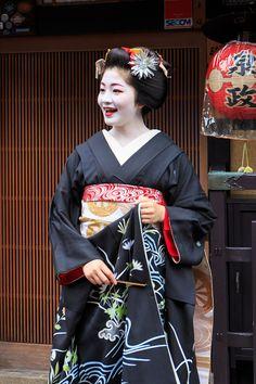 Geisha Japan, Japanese Geisha, Kyoto Japan, Japanese Models, Japanese Beauty, Japanese Kimono, Kabuki Costume, Girl Dancing, Japanese Culture