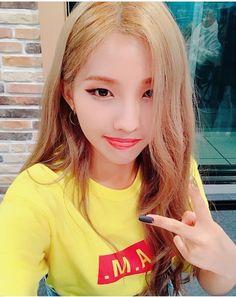 Kpop Girl Groups, Korean Girl Groups, Kpop Girls, Extended Play, Vampire Love Story, Cube Entertainment, Just Girl Things, Soyeon, Korean Celebrities