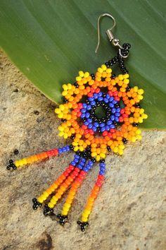 Boucles d'oreilles huichol bijoux huichol boucles | Etsy Seed Bead Earrings, Beaded Earrings, Seed Beads, Crochet Earrings, Beaded Jewelry Patterns, Beading Patterns, Bead Jewellery, Beading Projects, Loom Beading