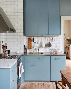 Kitchen Remodeling: Choosing a New Kitchen Sink - Kitchen Remodel Ideas Kitchen Interior, New Kitchen, Kitchen Dining, Kitchen Decor, Kitchen Ideas, Rental Kitchen, Kitchen Grey, Stylish Kitchen, Kitchen Styling