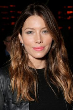 Pregnant Jessica Biel Takes A Stroll On The Beach hashtags Jessica Biel, Jessica Beil Hair, Beliage Hair, Hair Dos, Hair Color Balayage, Hair Highlights, Female Actresses, Hollywood Celebrities, Hollywood Actresses