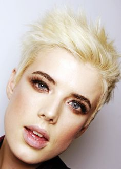Agyness Deyn, short & blonde hair- yes plz 2015 Hairstyles, Short Hairstyles For Women, Celebrity Hairstyles, Girl Hairstyles, Haircuts, Short Blonde, Blonde Hair, Short Hair Cuts, Short Hair Styles