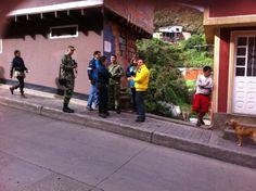 4-04-2014  Jornada interinstitucional de limpieza en el barrio Santa Rosa de Lima.