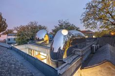 World Architecture Community News - MAD's Hutong Bubble 218 emerges out of one of Beijing's historic neighborhoods Front Courtyard, Courtyard House, Contemporary Architecture, Art And Architecture, Chinese Architecture, Casa Patio, Urban Fabric, Ancient Buildings, Construction