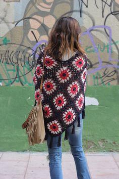 27 enero, 2016 I love this poncho I bought on Ibiza Trendy shop on Crochet Scarves, Crochet Shawl, Crochet Clothes, Free Crochet, Knit Crochet, Crochet Scarf Tutorial, Hippie Crochet, Crochet Patterns, Sweaters For Women