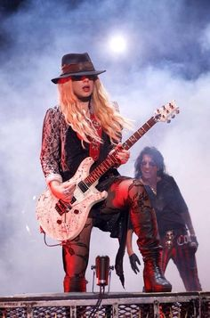 Orianthi / The Guitar Queen. with Alice Cooper