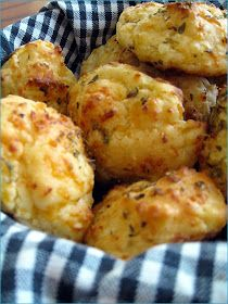 Salt & Turmeric: Cheesy Garlic Biscuits