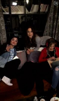 Troian, Lucy and Ashley on set yesterday!! 6x07 #PLL