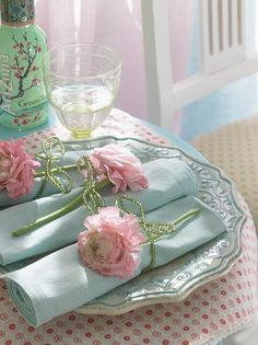 Pink and aqua.. Lovely.