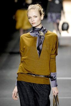 Etro at Milan Fashion Week Fall 2007 – style ideas Style Work, Look Street Style, Mode Style, Style Me, Office Style, Look Fashion, Winter Fashion, Fashion Outfits, Womens Fashion