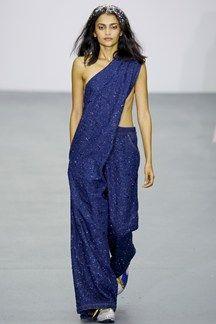 Ashish Londra - Spring Summer 2016 Ready-To-Wear - Shows - Vogue. Fashion Week, Look Fashion, Fashion Show, Fashion Design, Runway Fashion, Tomboy Fashion, Denim Fashion, Fashion Outfits, Christopher Kane