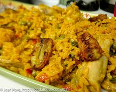 Puerto Rican Arroz con Pollo (chicken and rice) – FOODalogue Mexican Food Recipes, Dinner Recipes, Ethnic Recipes, Xmas Recipes, Pollo Chicken, Chicken Rice, Comida Boricua, Boricua Recipes, Spanish Dishes