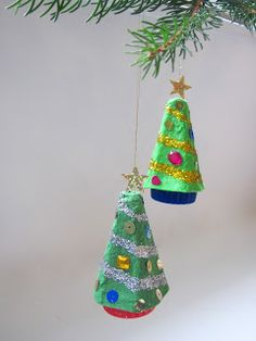 Jumble Tree: Christmas tree decorations - Christmas crafts, made from egg carton cones and bottle tops. Christmas Fairy, Simple Christmas, Kids Christmas, Christmas Cards, Christmas Crafts For Kids To Make, Xmas Crafts, Egg Box Craft, Navidad Simple, Christmas Tree Decorations